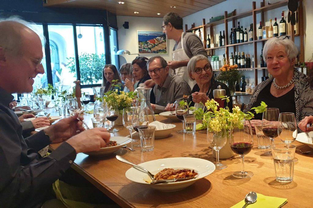 Künstlertreffen zum Abendessen